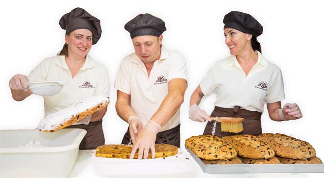 Buttern und Zuckern der Dresdner Christstollen